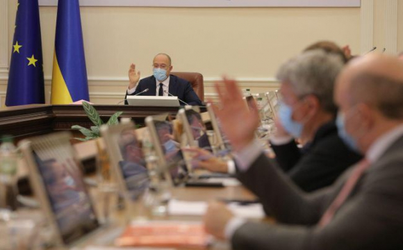 Кабмін планує підвищити зарплати бюджетникам