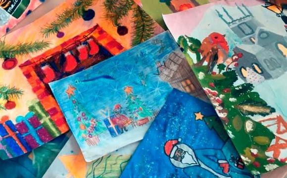 В ART Просторі діє виставка дитячих малюнків на тему «Малюнок Діду Морозу»*