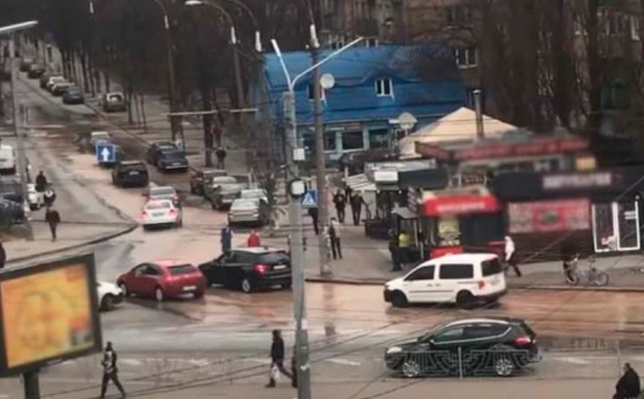 У Києві вулицю залило окропом
