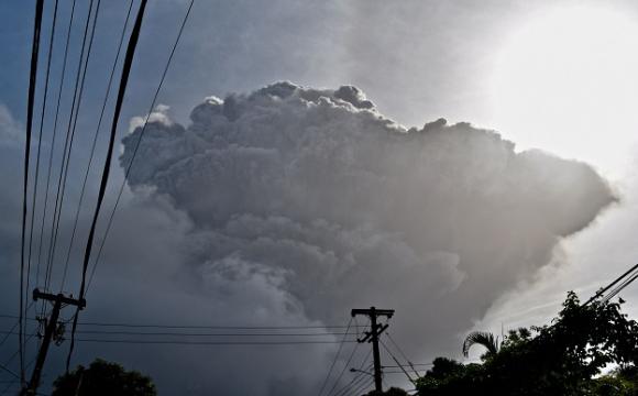Через виверження вулкану на Карибах евакуювали 16 тисяч людей. ФОТО