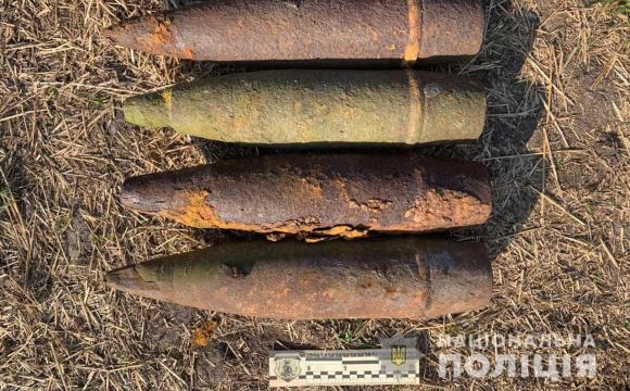 На Волині посеред подвір'я знайшли 13 снарядів