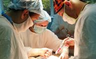 До 4 літрів рідини: у Луцьку лікарі видалили жінці величезну пухлину. ФОТО (18+)