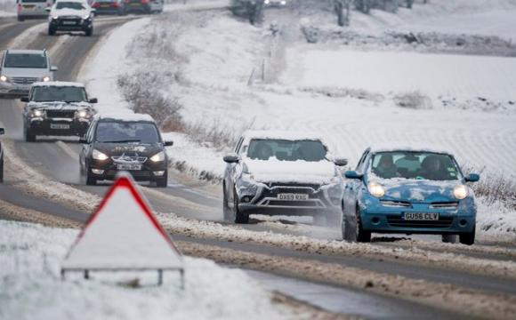 """В Україні хочуть штрафувати водіїв на """"лисій"""" чи літній гумі"""