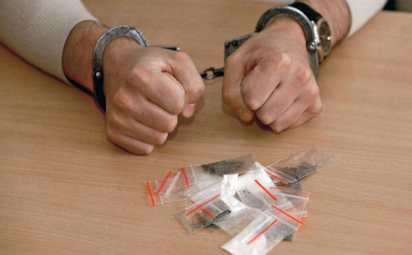 У Луцьку зловили хлопця з коробкою наркотиків