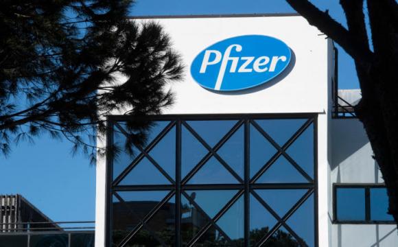 Pfizer очікує за рік заробити $15 мільярдів на COVID-вакцині