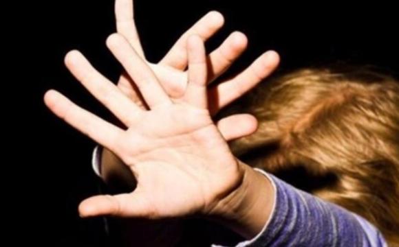 Інцидент в Одесі: розпивав спиртне на дитячому майданчику і напав на дитину. ВІДЕО