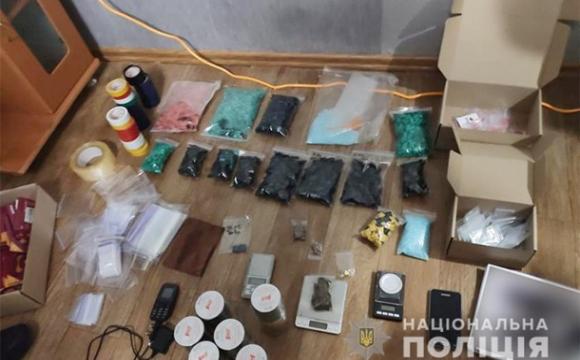 Двоє дівчат торгували наркотиками: їм загрожує до 12 років ув'язнення. ФОТО