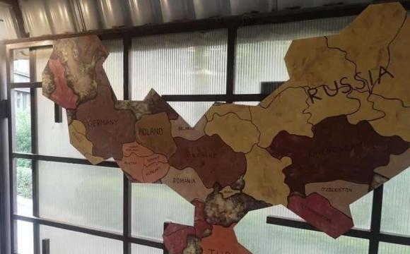 В українському ресторані повісили карту з «російським» Кримом. ФОТО