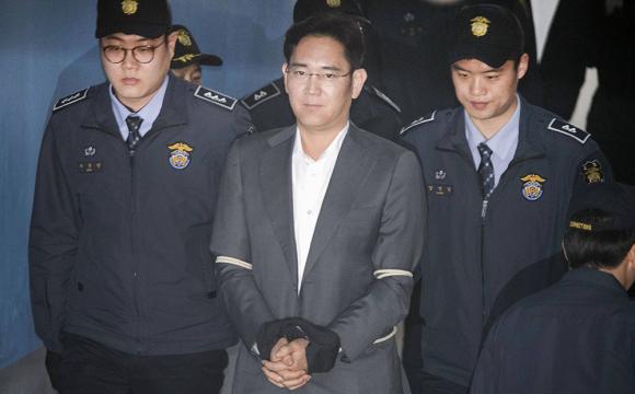 Керівник Samsung «сів» на 2,5 роки за хабар