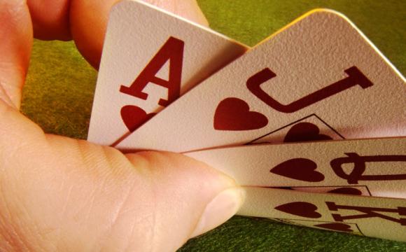 Розваги у маршрутці: як водій грає карти за кермом. ВІДЕО