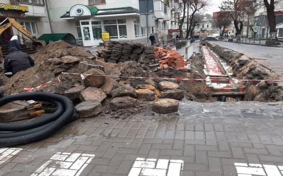 Під час ремонту дороги у Луцьку знайшли старовинну бруківку. ФОТО