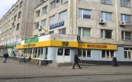 Судили злочинця, який розбив скло та обікрав «Сім23» в Луцьку