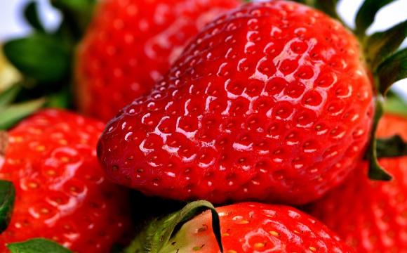 Ціна перших тепличних полуниць на ринках у Луцьку