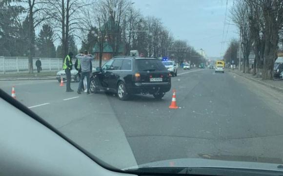 У Луцьку – аварія за участі двох автомобілів. ФОТО