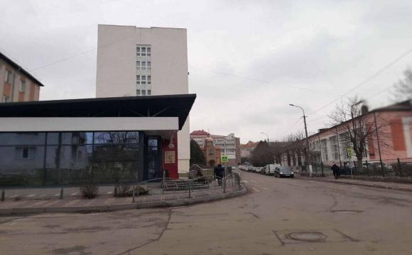 Луцькраду просять перевірити магазин, який торгує алкоголем біля школи