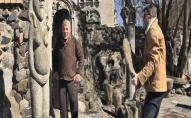 В Луцьку з води дістали понищені скульптури Миколи Голованя. ВІДЕО