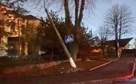 У Нововолинську невідомий збив стовп з дорожнім знаком. ФОТО