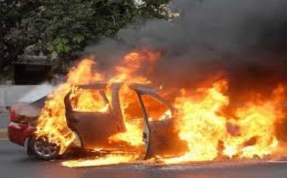Під Ковелем вночі загорілось авто в гаражі