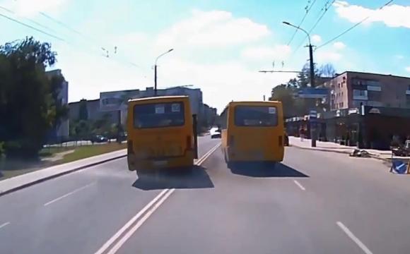 У Луцьку водії маршруток влаштували перегони через пасажирів. ВІДЕО