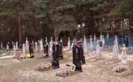 На Рівненщині люди ставлять собі пам'ятники: дату смерті пропускають. ФОТО