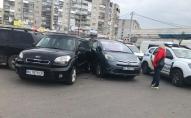 У Луцьку біля автостанції трапилося масштабне ДТП, зіткнулося сім автівок. ФОТО