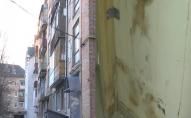 Лучанка три роки підтоплює сусідів та не впускає до квартири комунальників. ВІДЕО