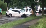 Під час грози на Київщині блискавка влучила в авто з людьми. ФОТО