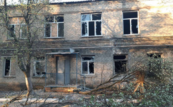 На Донеччині обстріляли лікарню для хворих на коронавірус. ФОТО