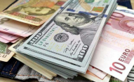 Що робиться з доларом на чорному ринку