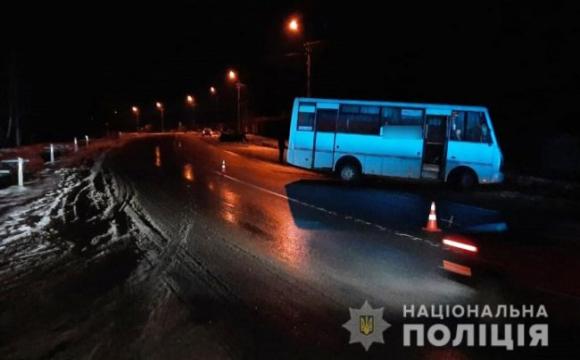 Водія з салону довелось вирізати: подробиці аварії у Заборолі