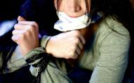 Троє чоловіків викрали 19-річну дівчину та вимагали у батька два мільйони євро. ФОТО