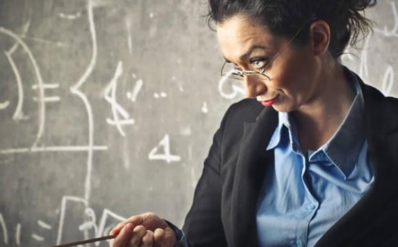 Заступниця директора з виховної роботи побила учня перед усім класом. ВІДЕО