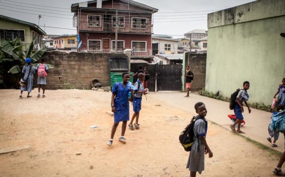 У Нігерії зі школи-інтернату викрали понад 300 учениць