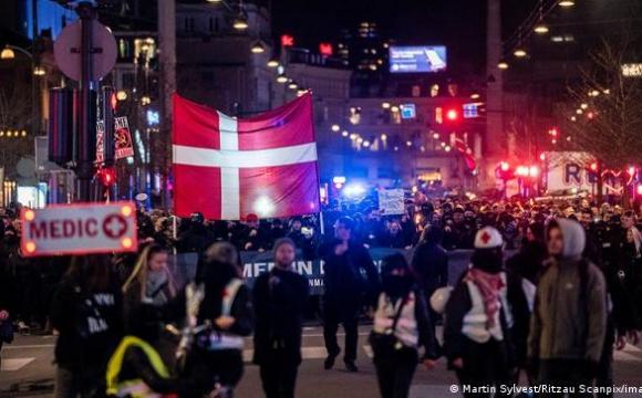 Європа протестує проти «ковідних паспортів»