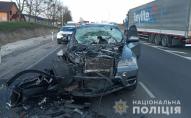 Під Луцьком зіткнулися BMW X5 і Volvo FH 440. ФОТО