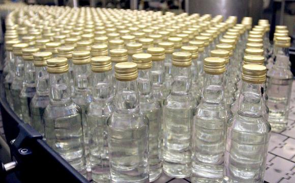 Оштрафували ковельчанку, яка на базарі продавала контрафактний алкоголь та цигарки
