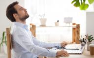 Сидяча робота: як позбутися болі у спині