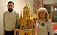 Харків'янин 22 роки робив макет храму із сірників, бісеру та золота