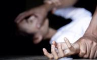 Троє неповнолітніх хлопців зґвалтували односельчанку