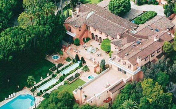 Вже 14 років ніхто не хоче купувати розкішний маєток «Хрещеного батька»