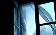 У Луцьку з вікна багатоповерхівки випала пенсіонерка