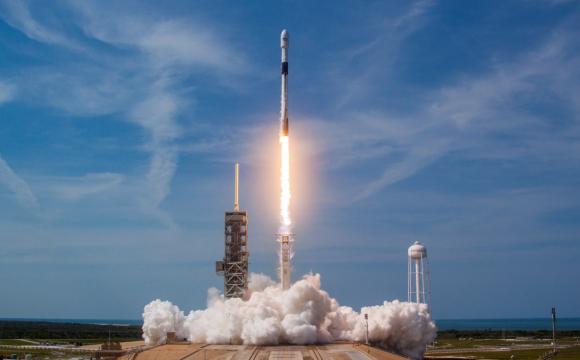SpaceX вивела на орбіту 60 мінісупутників для роздачі інтернету. ВІДЕО