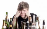 Дослідження: діти освічених батьків частіше вживають алкоголь та скоюють крадіжки