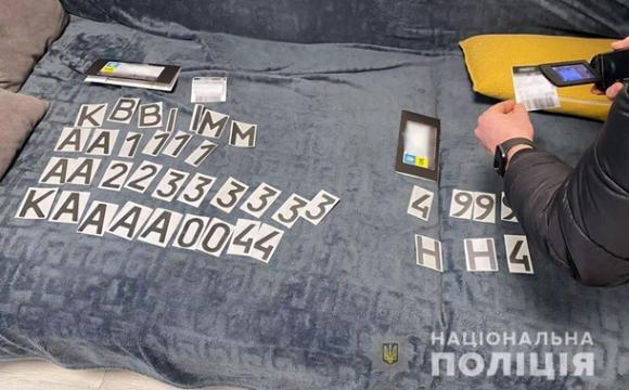 В Україні припинили продаж плівок для приховування номерів авто