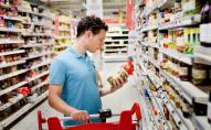 Волинянин тайком протягом місяця під'їдав у одному з супермаркетів Луцька: мідії, сири, ковбаси