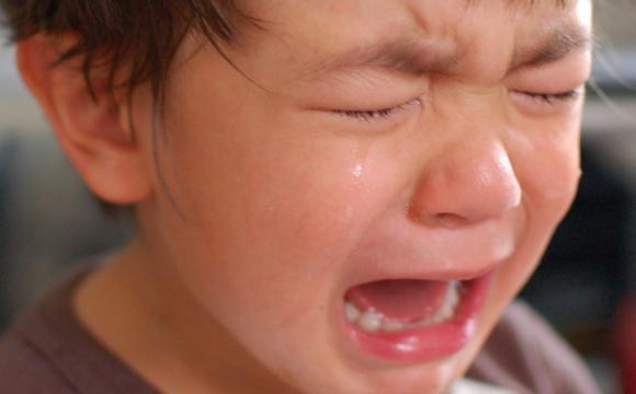 Співав під час тихої години: вихователька у садочку вдарила дитину по голові. ВІДЕО