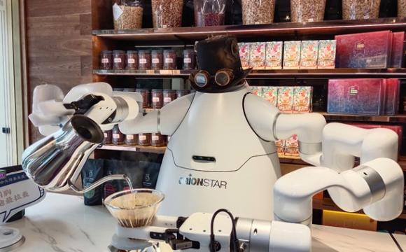 Робот-бариста напоїть і кавою, і чаєм. ФОТО