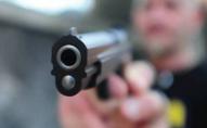 У Луцьку чоловік з предметом, схожим на пістолет, погрожував убивством студентам. ФОТО