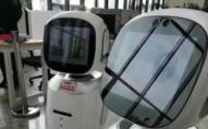 В Китаї через відвідувачів посварилися роботи-бібліотекарі. ВІДЕО