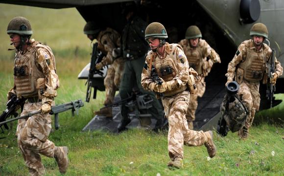 У Британії повернуть медалі звільненим з армії представникам ЛГБТ